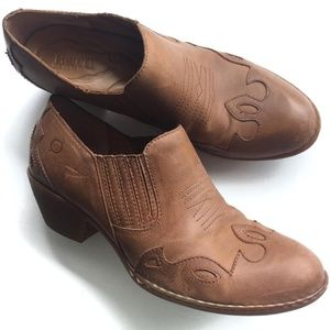 Born western style bootie light brown (size 9)